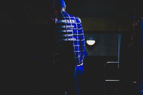 Ảnh lưu trữ miễn phí về ánh sáng, áo sơ mi kẻ sọc, bản văn, chàng
