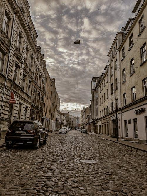 Darmowe zdjęcie z galerii z antyczny, budynki, droga, fotografia