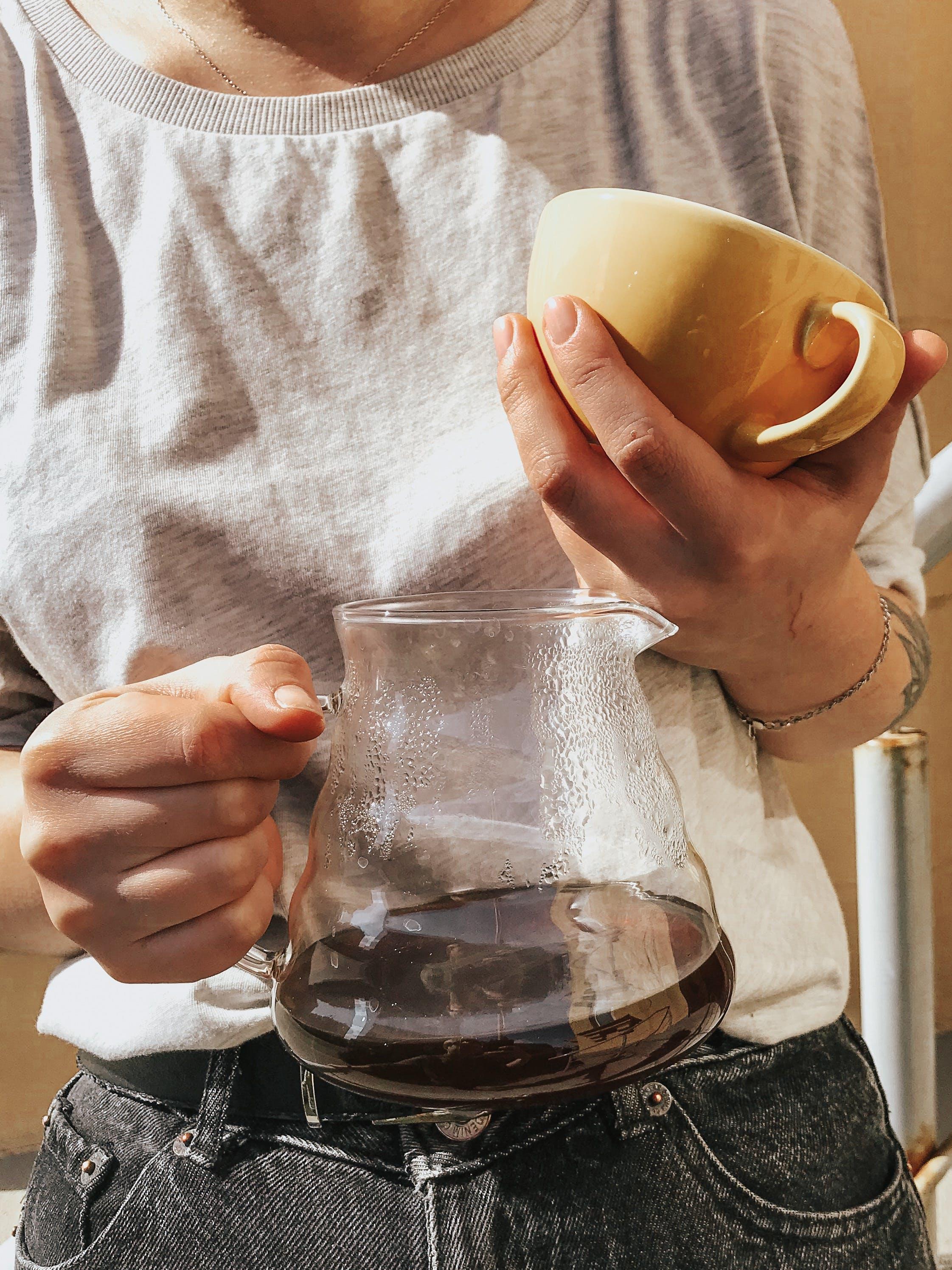 Foto d'estoc gratuïta de beguda calenta, cafè, cafeïna, dempeus