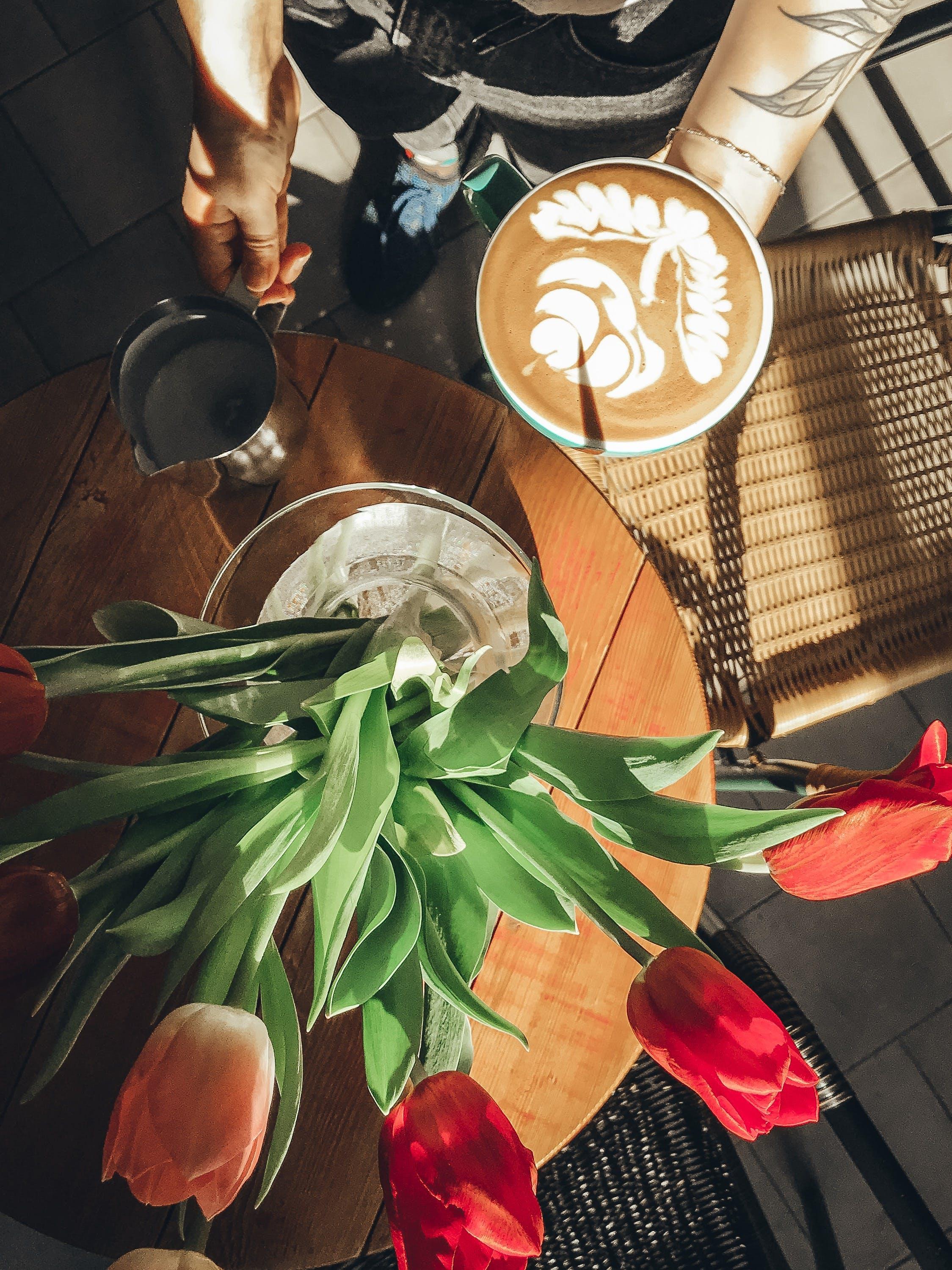 Foto stok gratis bunga-bunga, cappuccino, dekorasi, espreso