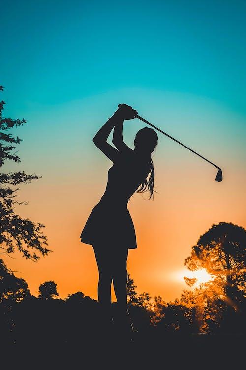 Kostnadsfri bild av bakgrundsbelyst, golf, gryning, kvinna