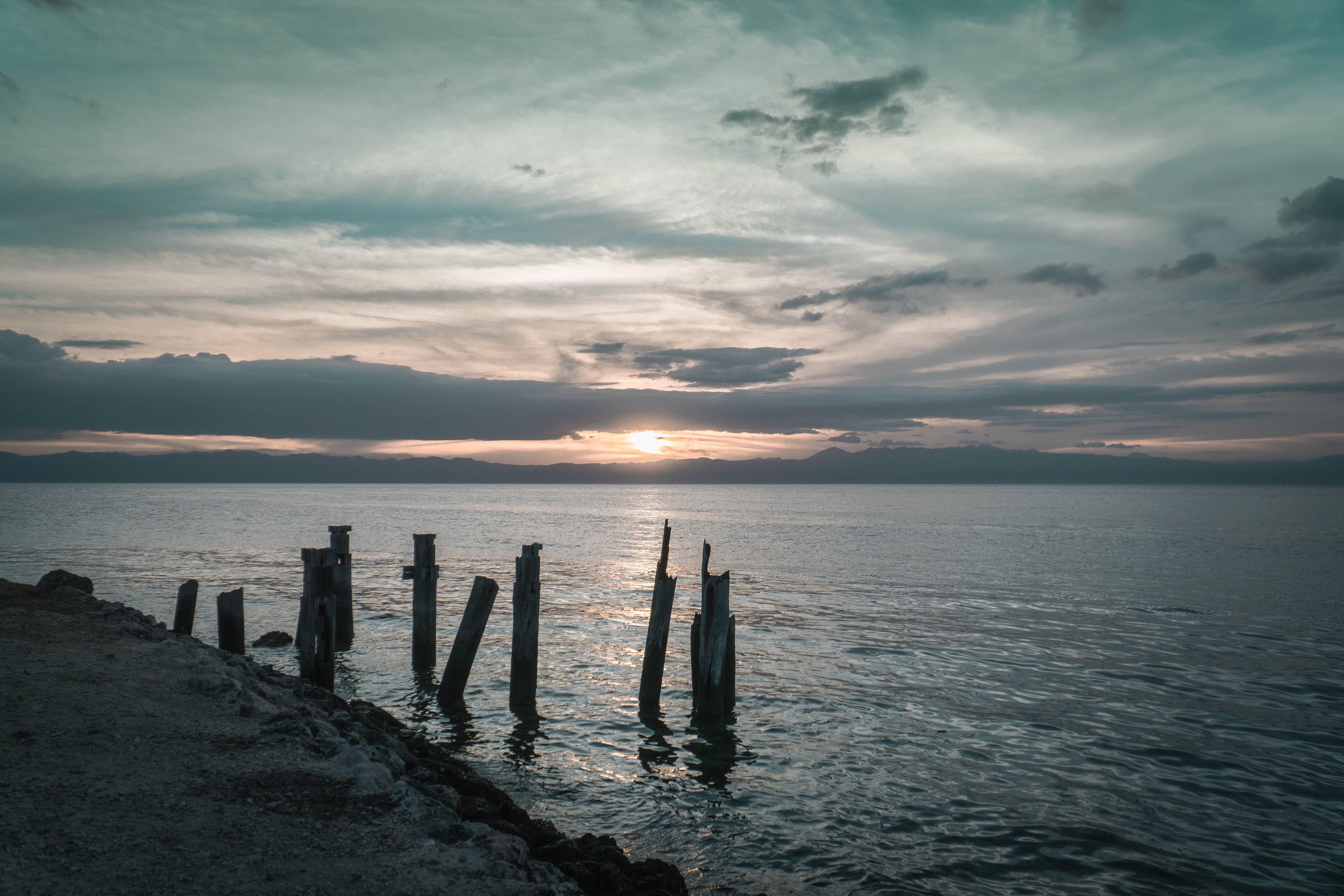 Kostenloses Stock Foto zu am meer, holzscheite, sand, sonnenuntergang strand