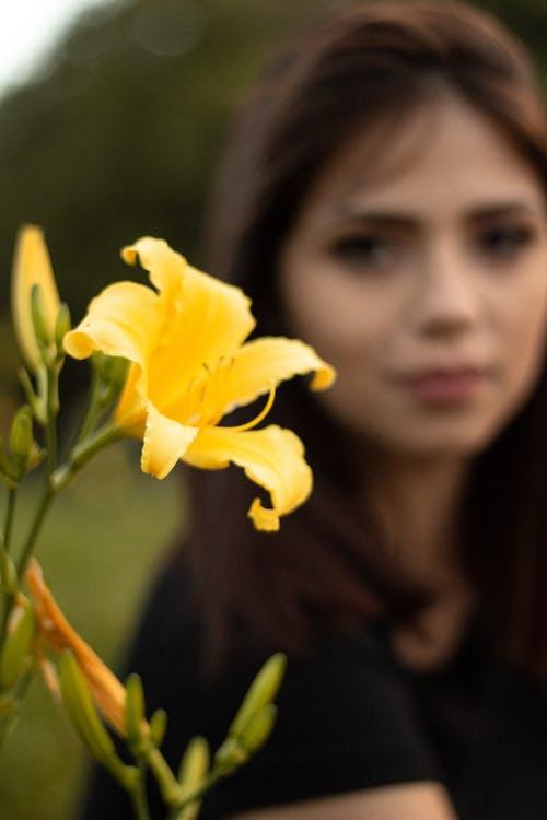 Fotobanka sbezplatnými fotkami na tému delikatesa, dievča, krásna, kvitnutie