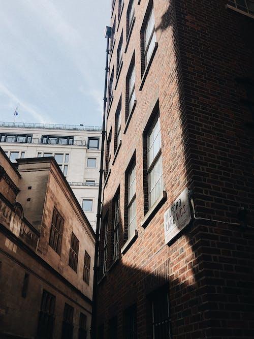 アパート, れんが壁, ローアングルショット, 外観の無料の写真素材