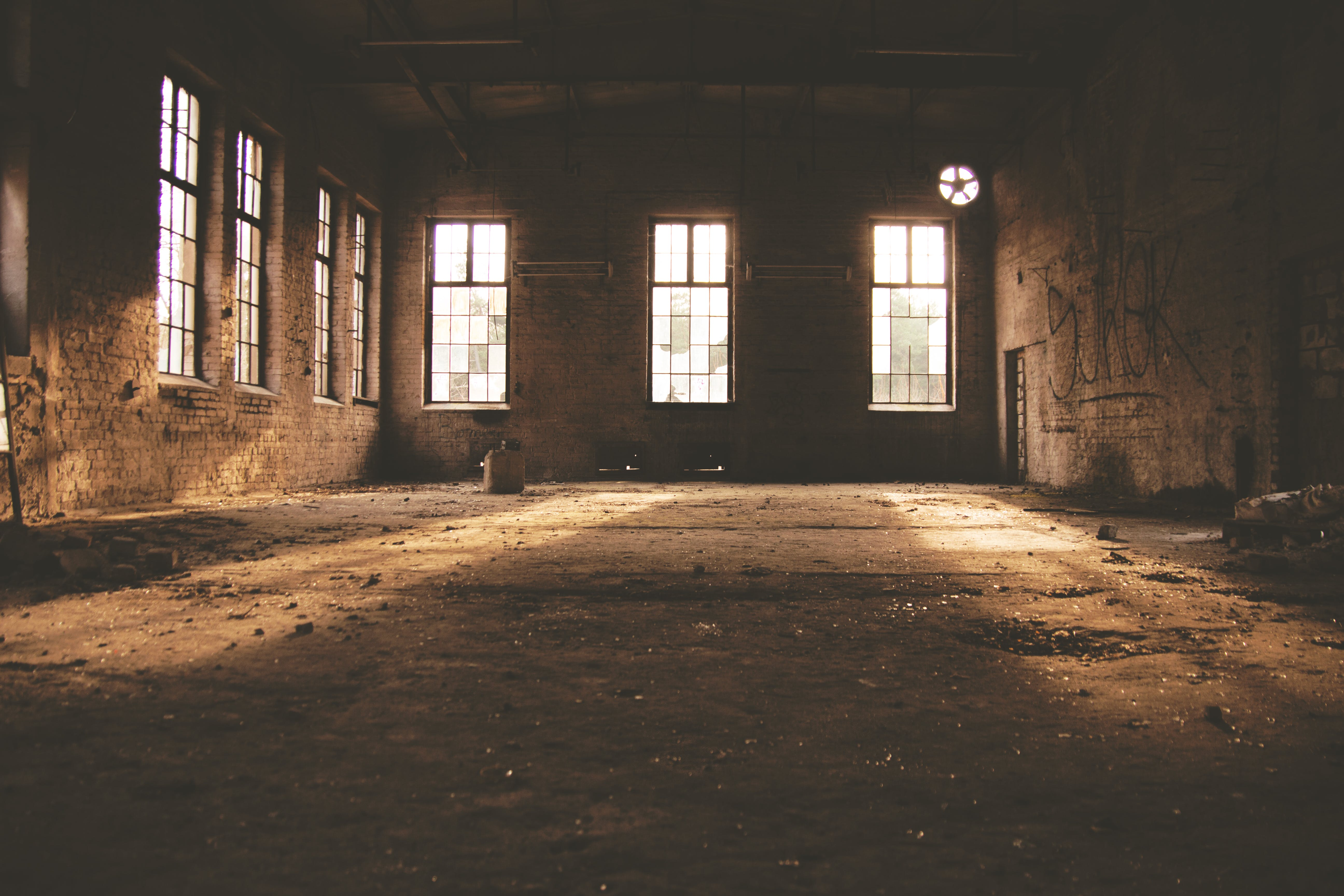 Základová fotografie zdarma na téma architektura, budova, graffiti, havarijní stav