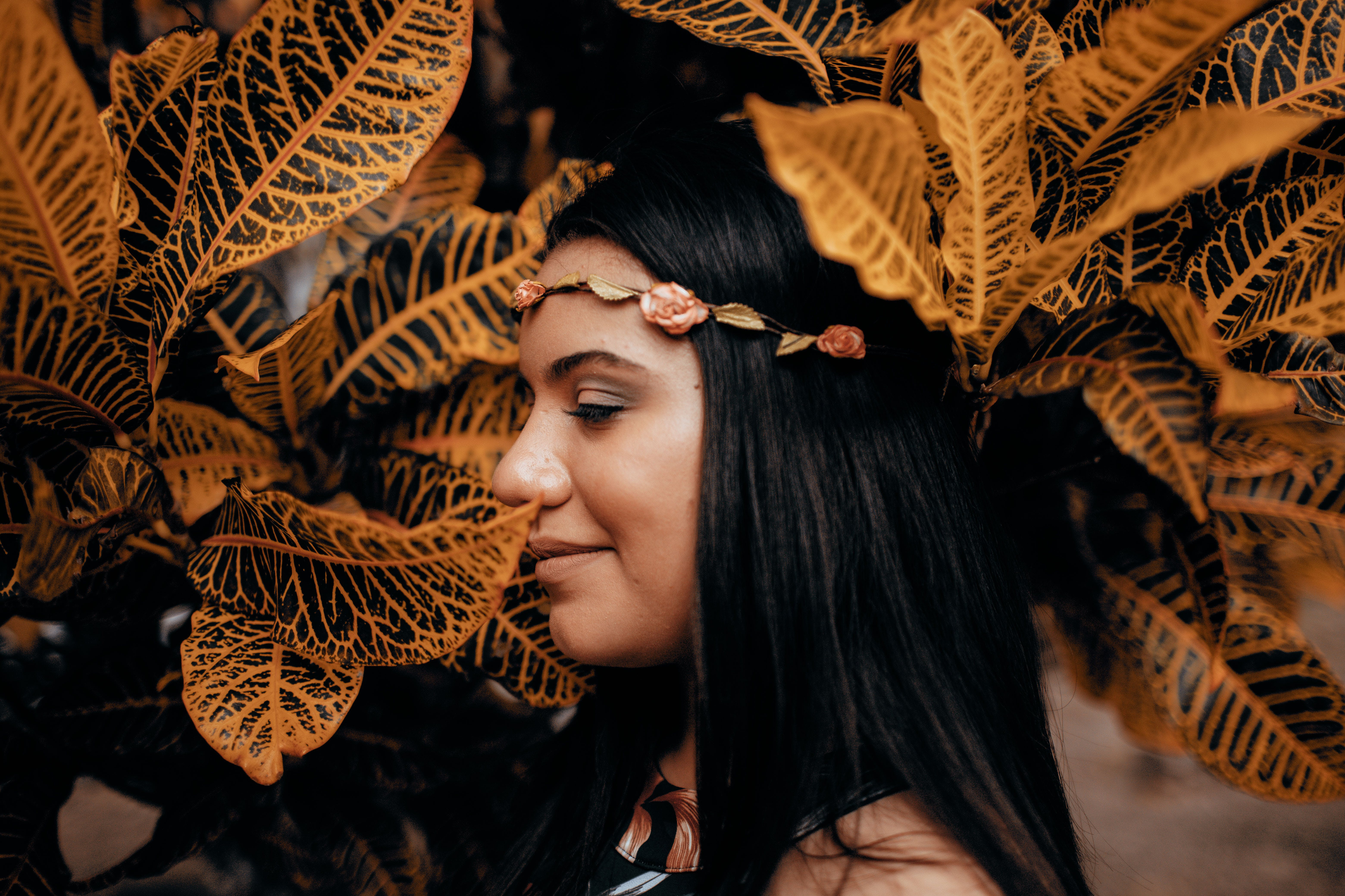 Základová fotografie zdarma na téma čelenka, černé vlasy, hezký, holka