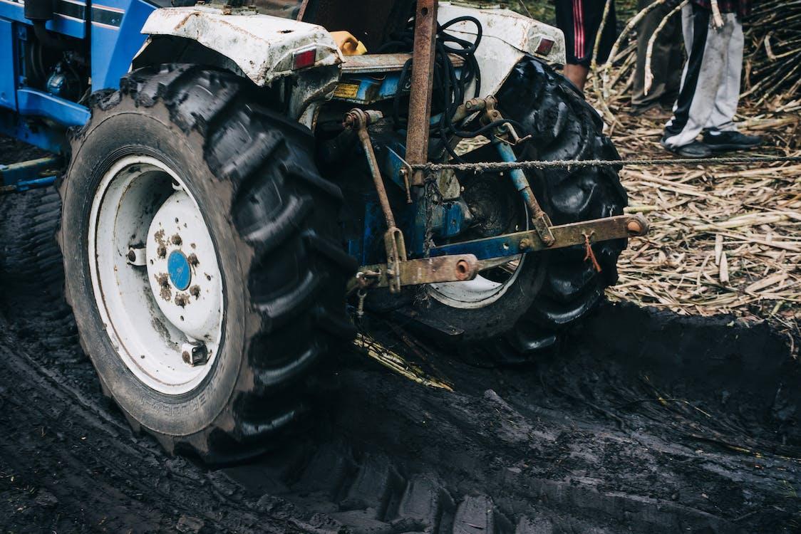 Tractor Azul Y Negro