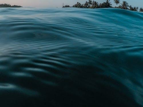 Бесплатное стоковое фото с бирюзовый, вода, волны, голубая вода