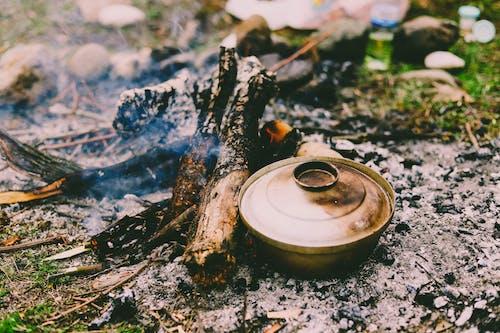 둥근 회색 요리 냄비