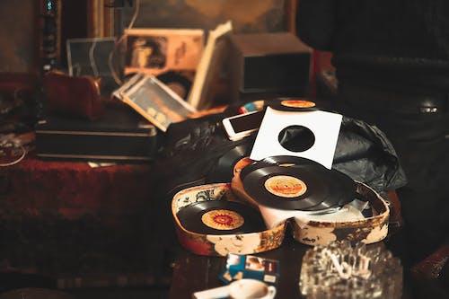 Vinyl Sleeves in Open Borwn Case