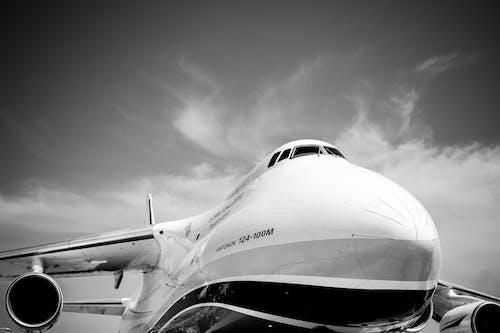 Darmowe zdjęcie z galerii z czarno-biały, kadłub, samolot, samolot pasażerski