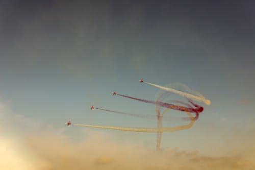 Безкоштовне стокове фото на тему «Авіація, авіашоу, вітер, винищувач»