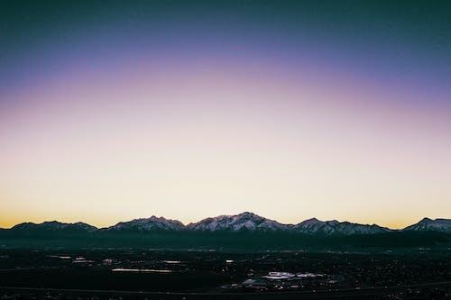 dağlar, drone, drone çekimi, kar içeren Ücretsiz stok fotoğraf