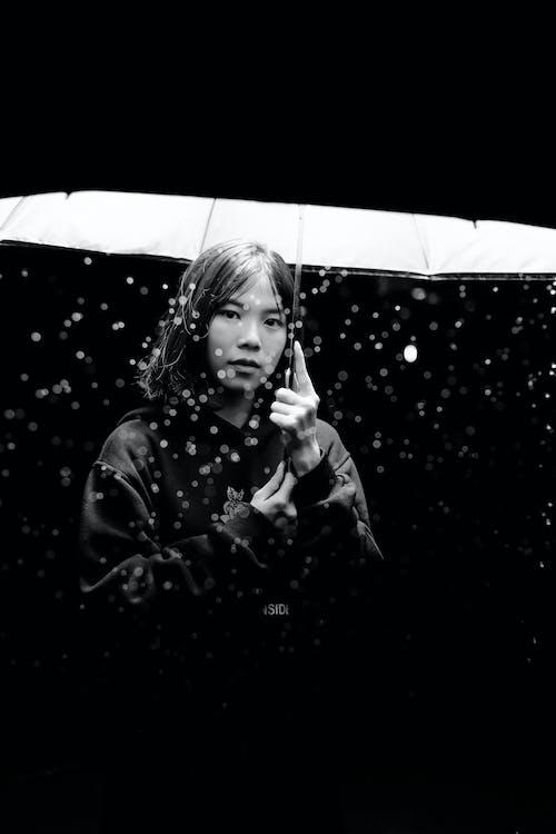 下雨, 光, 女士, 女孩 的 免费素材照片