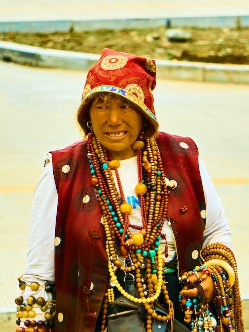 Kostenloses Stock Foto zu alte frau, ethnisch, frau, tibet
