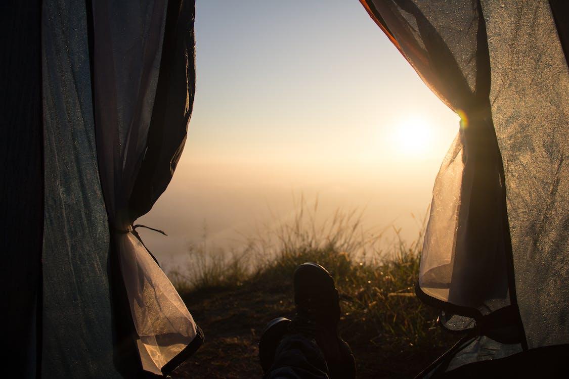 auringon hehku, leiri, mökki