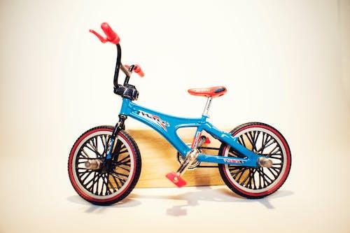 Foto d'estoc gratuïta de atracció, bici, blau, colors freds