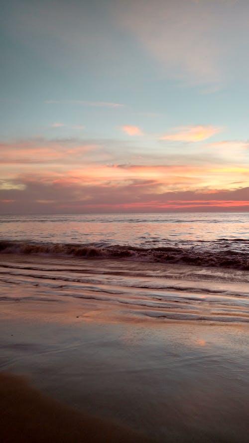 Foto d'estoc gratuïta de acomiadar-se, mar, platja, posta de sol a la platja