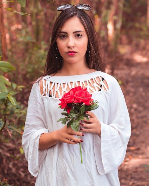 かわいい女の子, デイム, バラ, パークの無料の写真素材