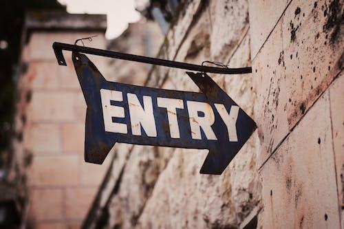 Photos gratuites de affichage, direction, entrée, entrer