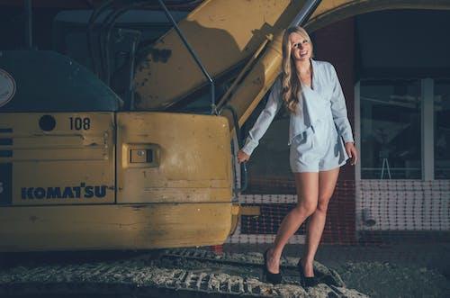 Gratis stockfoto met aantrekkelijk mooi, blij, blondine, casual kleding