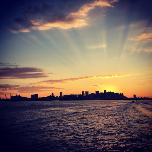 Kostnadsfri bild av båt, byggnader, gryning, hav