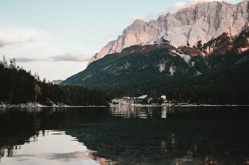 Foto d'estoc gratuïta de a l'aire lliure, aigua, aigües blaves, alba