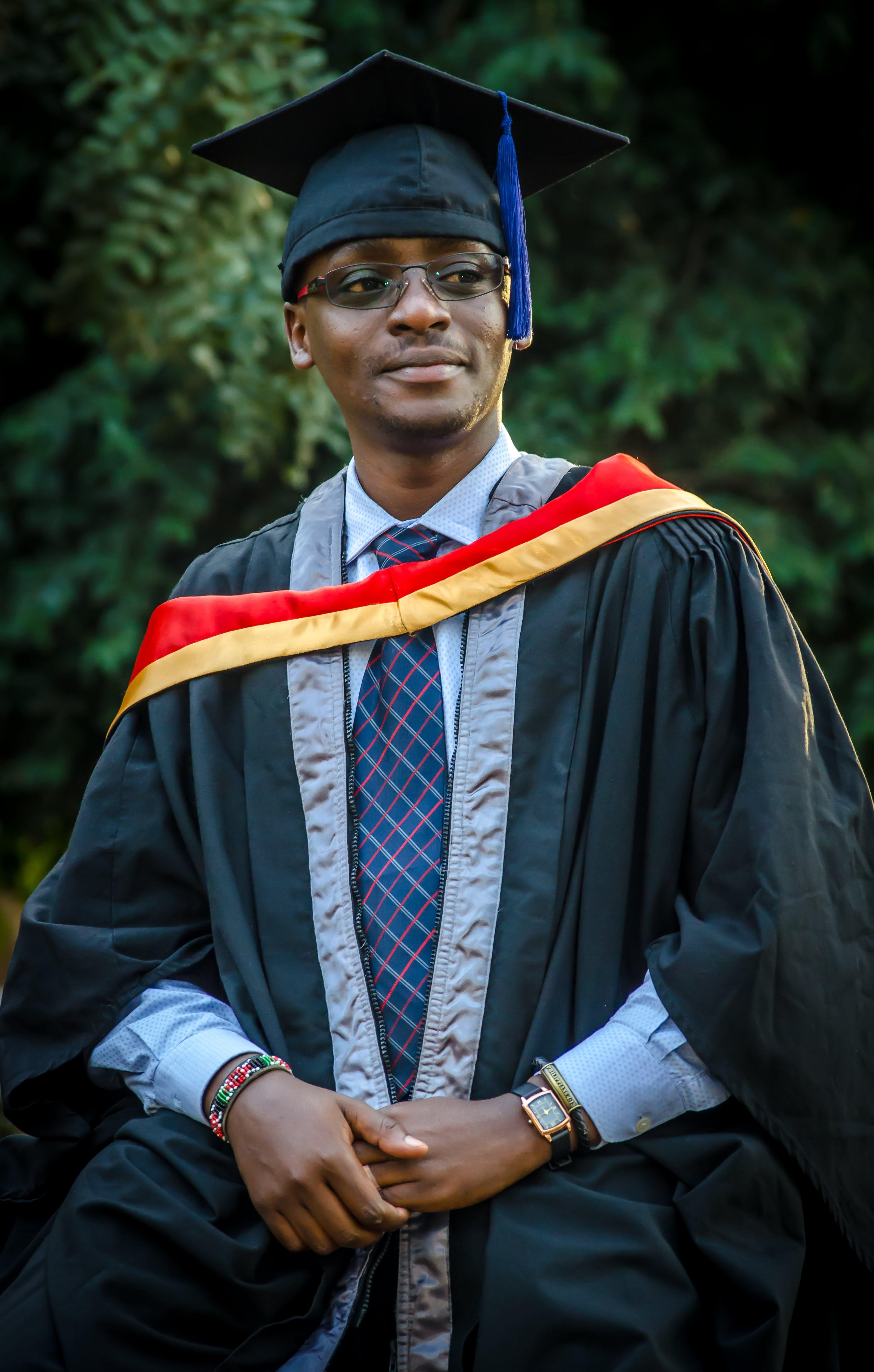 Ingyenes stockfotó adminisztráció, afro-amerikai férfi, álló kép, ballagás témában