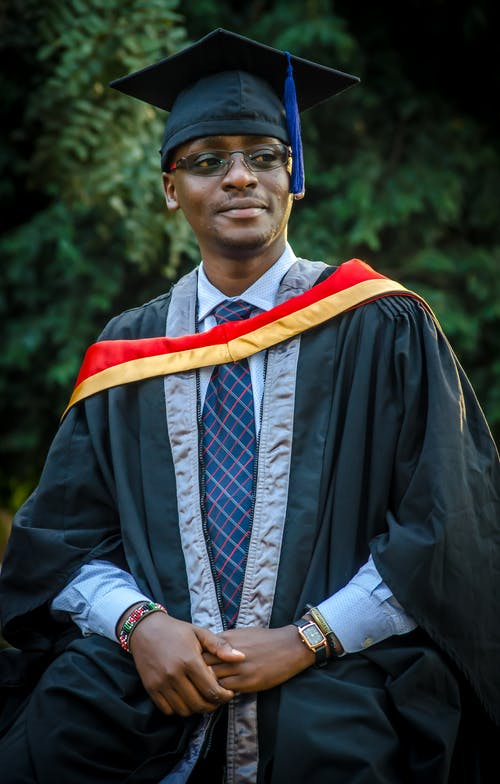 Fotobanka sbezplatnými fotkami na tému absolvent, administratíva, Afroameričan, čiapka
