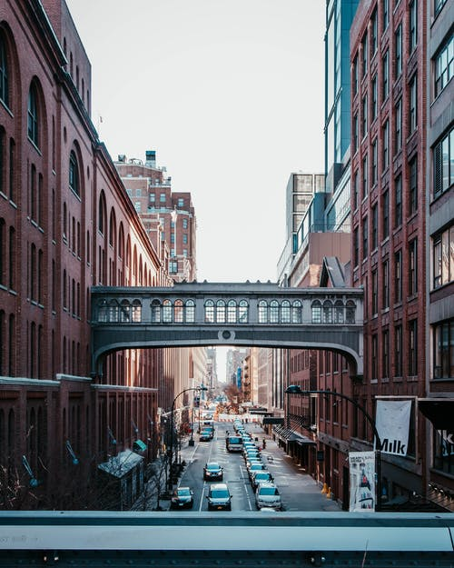 Kostenloses Stock Foto zu architektur, autos, brücke, büro