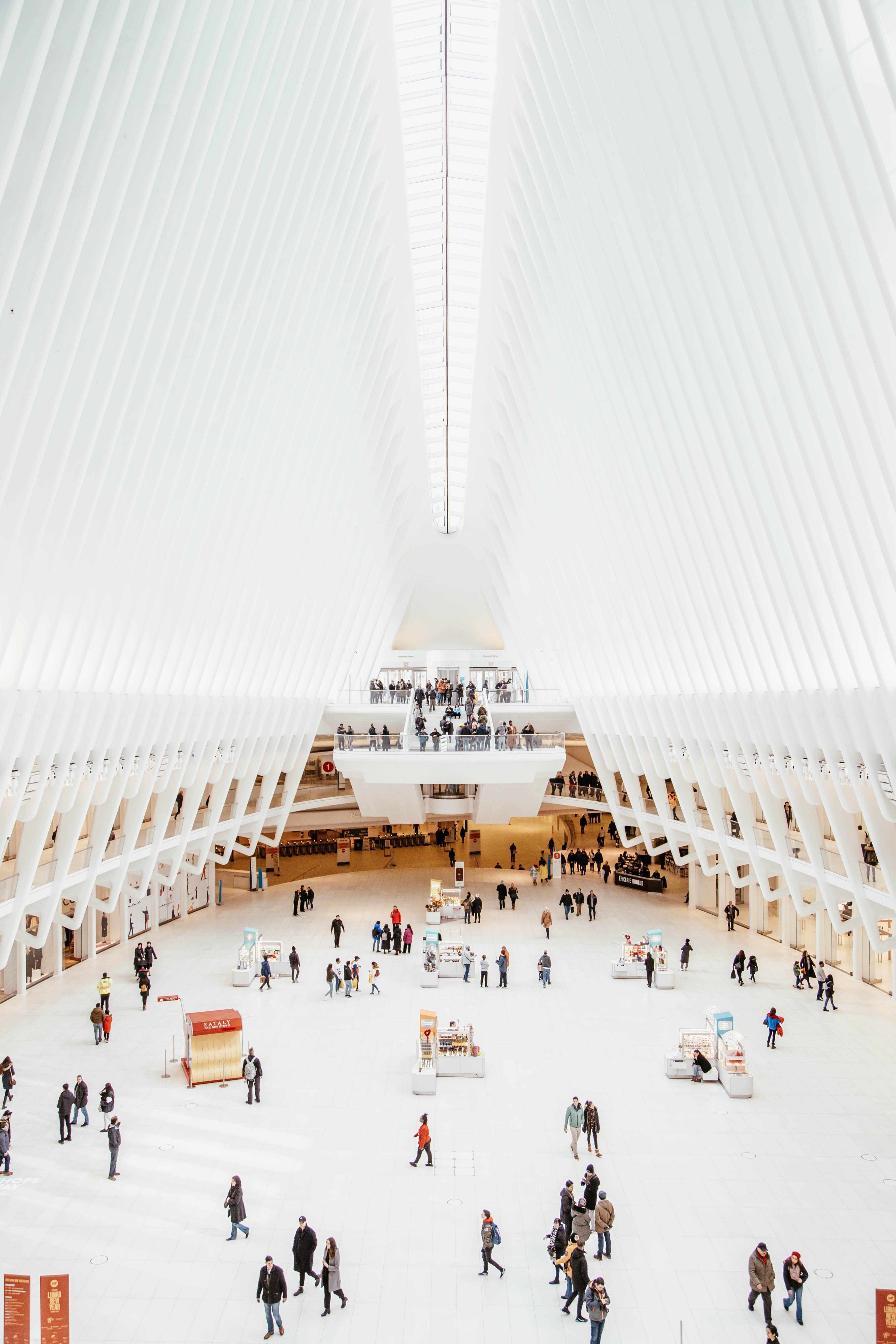 Foto d'estoc gratuïta de arquitectura, blanc, botigues, centre comercial