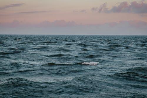 Foto d'estoc gratuïta de bonic, cos d'aigua, exposició llarga, horitzó