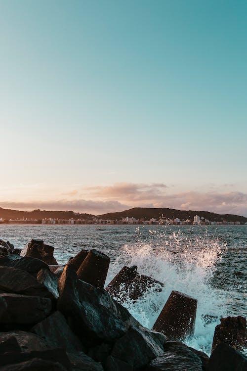 Ingyenes stockfotó csobbanás, hajnal, kövek, óceán témában