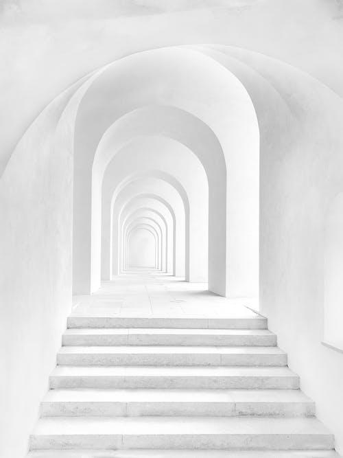 Základová fotografie zdarma na téma bílá, chodba, interiér, schody