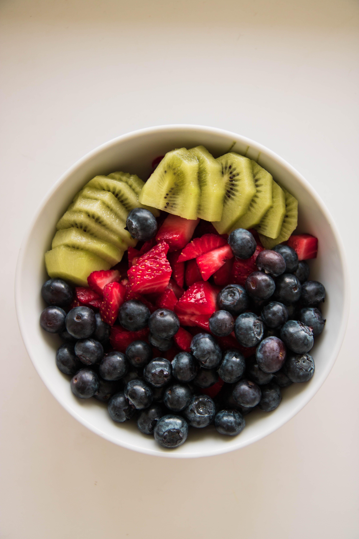 Darmowe zdjęcie z galerii z borówka, jagody, miska, owoce