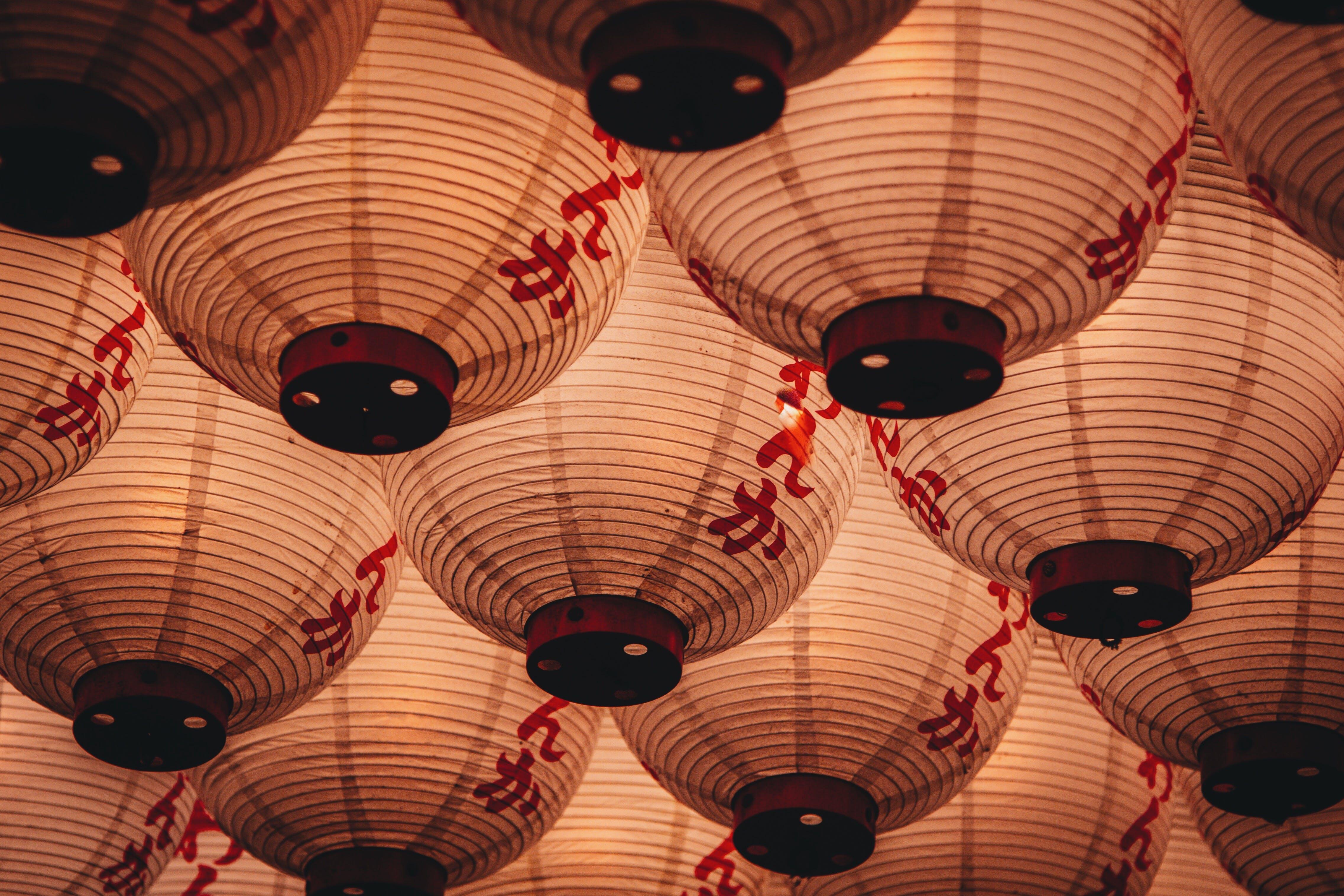 Kostenloses Stock Foto zu beleuchtet, beleuchtung, chinesische laternen, dekorationen