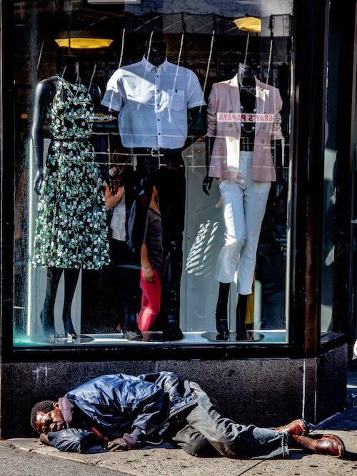 Ingyenes stockfotó alvás, Férfi, hajléktalan, hajléktalanság témában