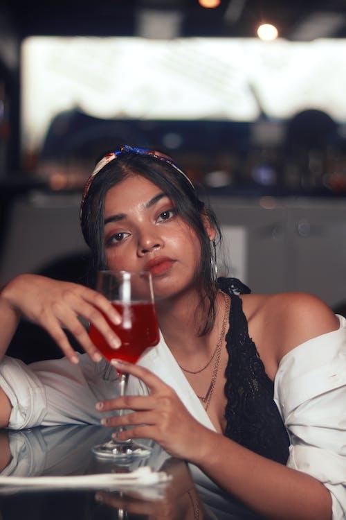 사람, 술을 마시다, 아름다운, 아름다움의 무료 스톡 사진