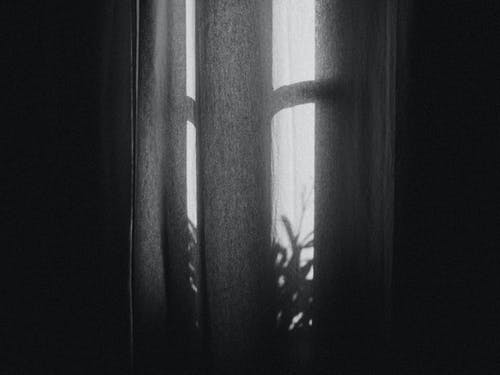 Darmowe zdjęcie z galerii z abstrakcyjny, ciemny, cień, czarno-biały