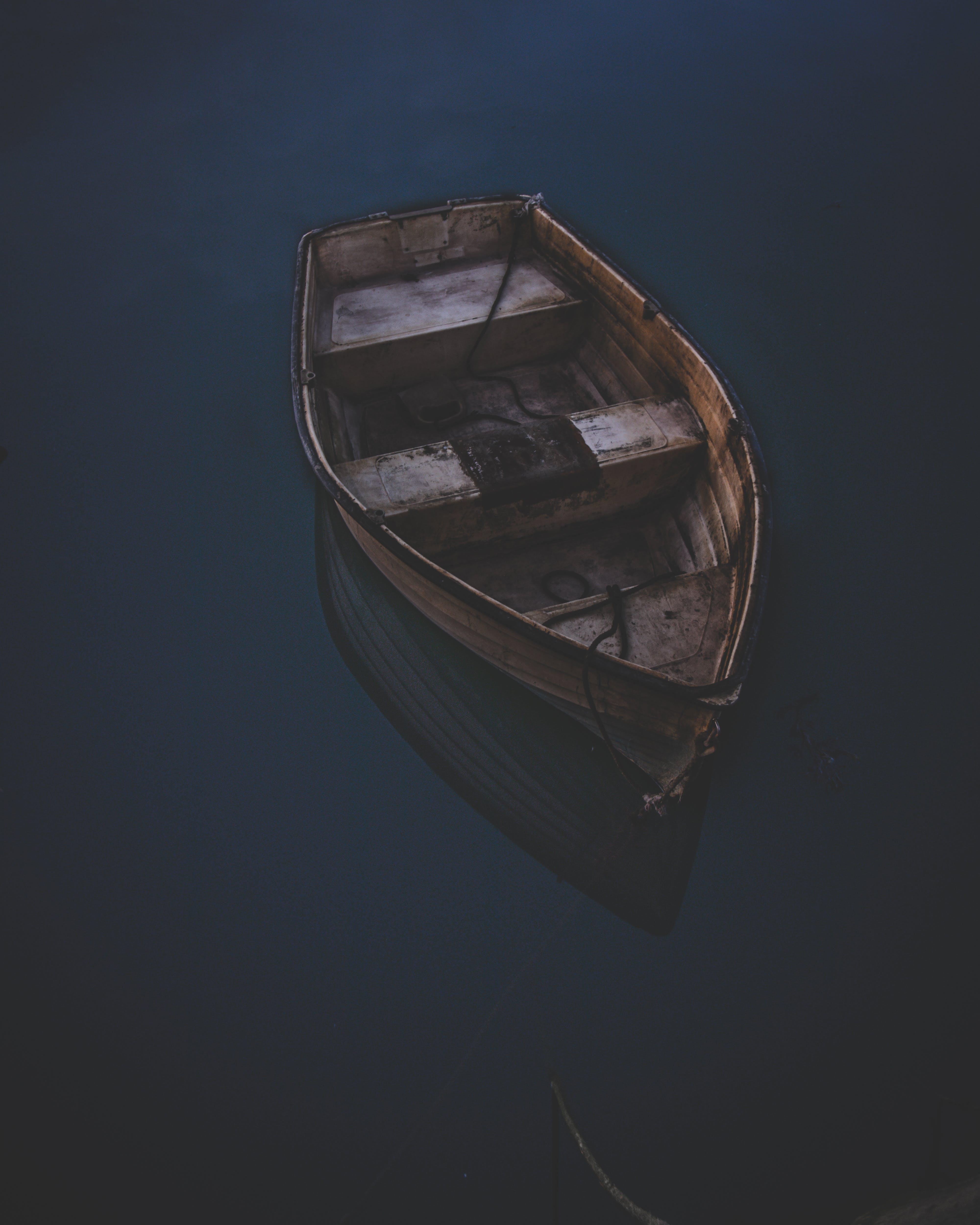 Foto stok gratis air, badan air, gelap, kano