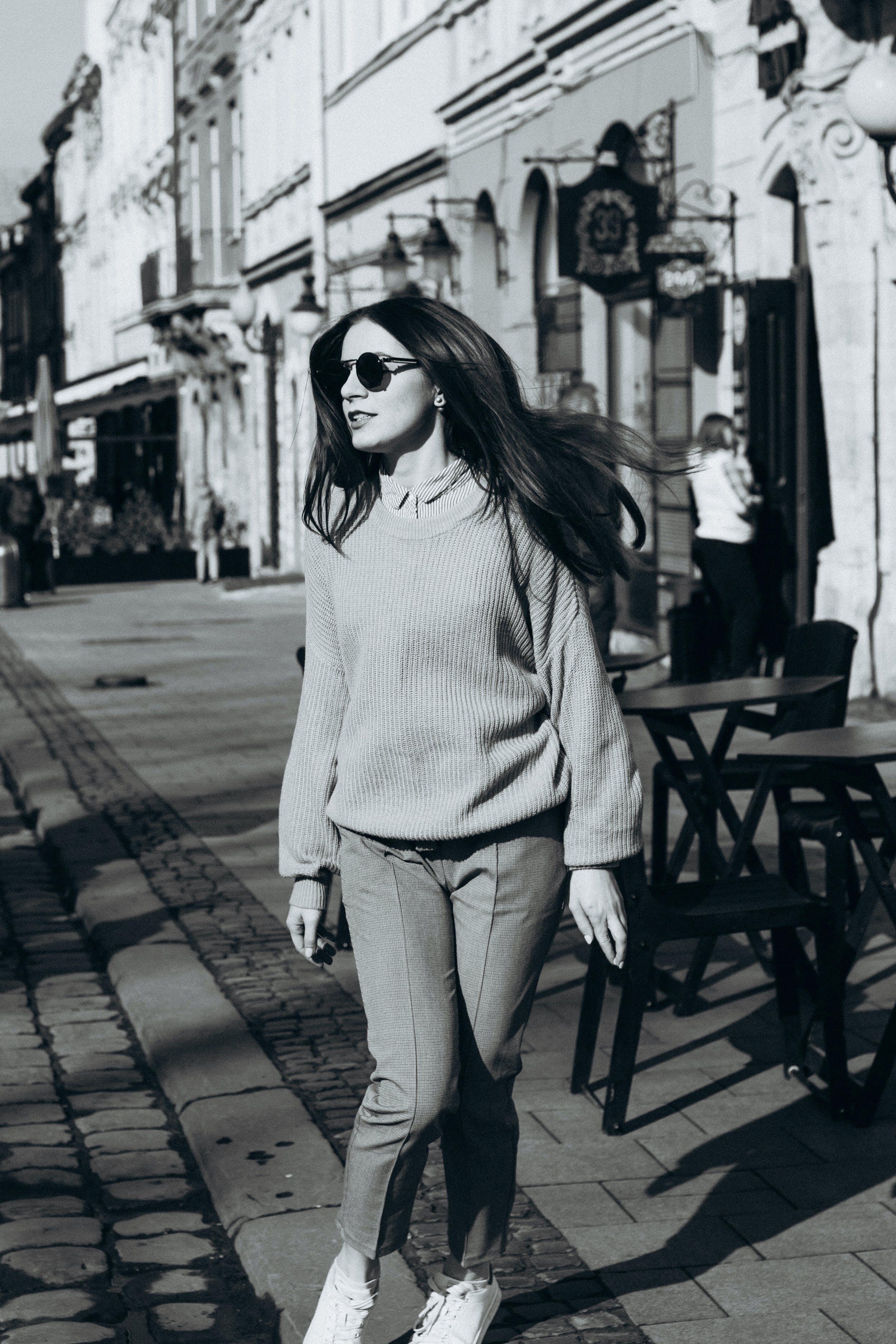 Ingyenes stockfotó barátian, fesztelen, napszemüveg, nő témában