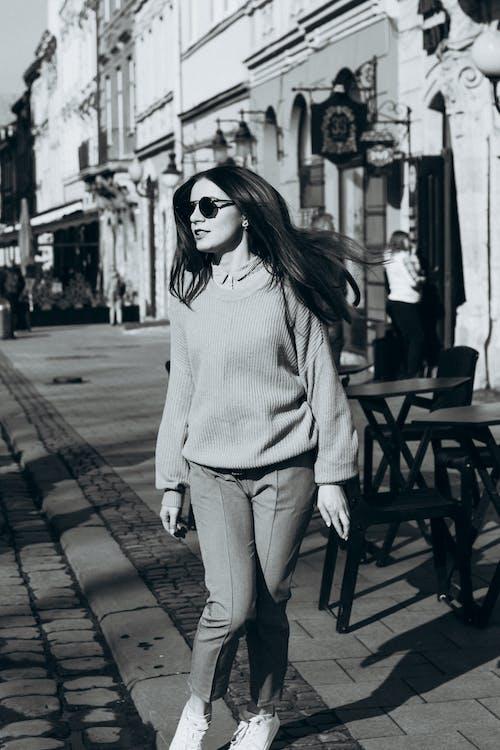 Δωρεάν στοκ φωτογραφιών με casual, γυαλιά ηλίου, γυναίκα, θερμά