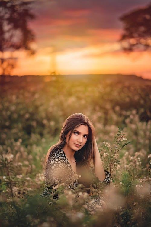 Безкоштовне стокове фото на тему «вродлива, жінка, жінки, Захід сонця»