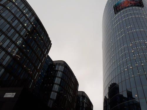 Gratis lagerfoto af by, daggry skumring, glas tårn, grå