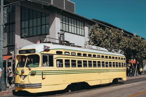 Kostnadsfri bild av arkitektur, buss, byggnader, dagsljus