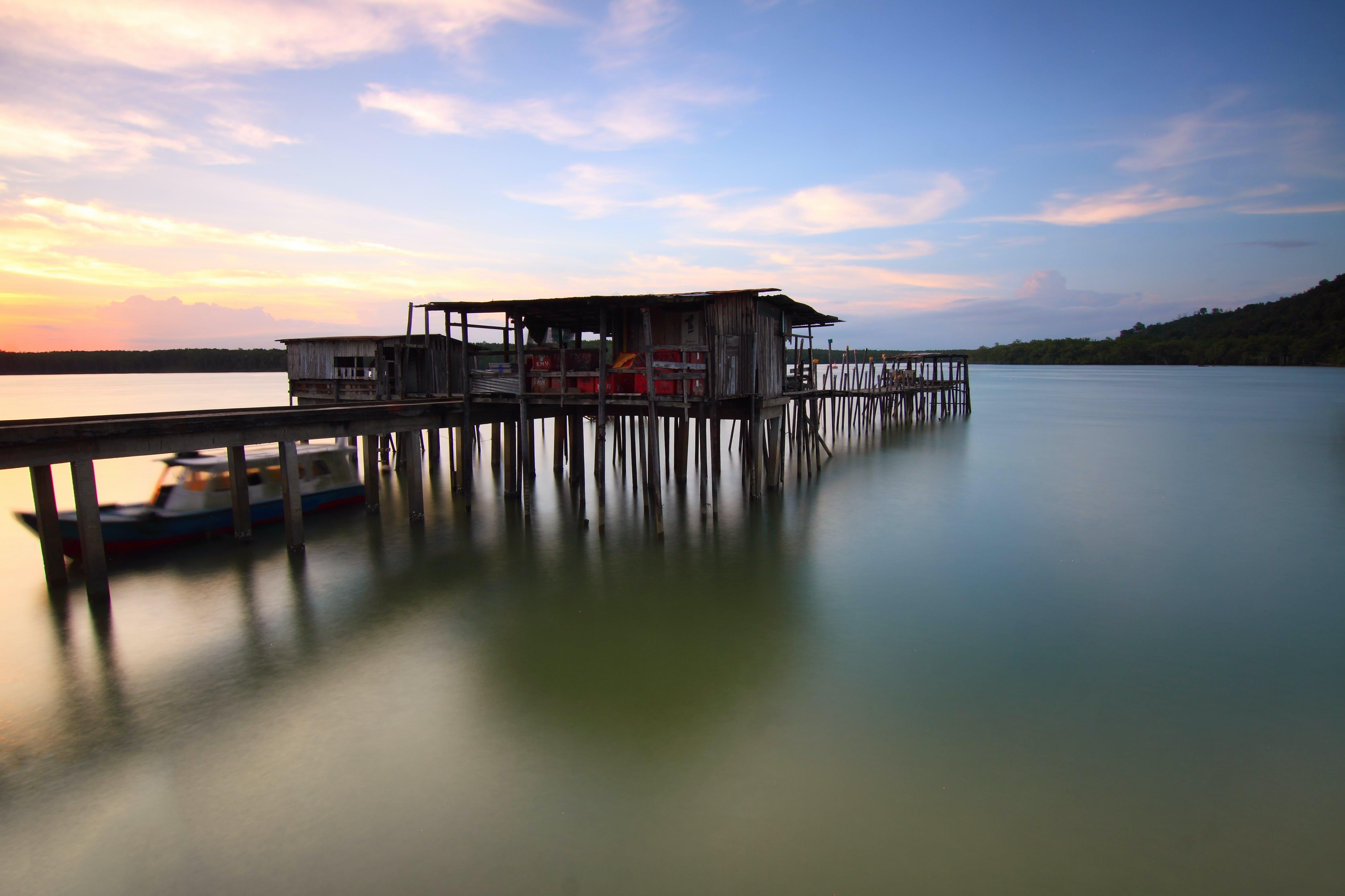 Foto profissional grátis de água, alvorecer, barco, beira-mar