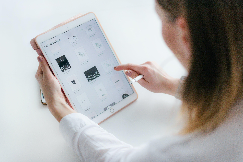 Gratis stockfoto met aanraken, app, apparaat, apple tablet