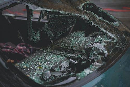 Бесплатное стоковое фото с авария, автомобиль, ветровое стекло, повреждение