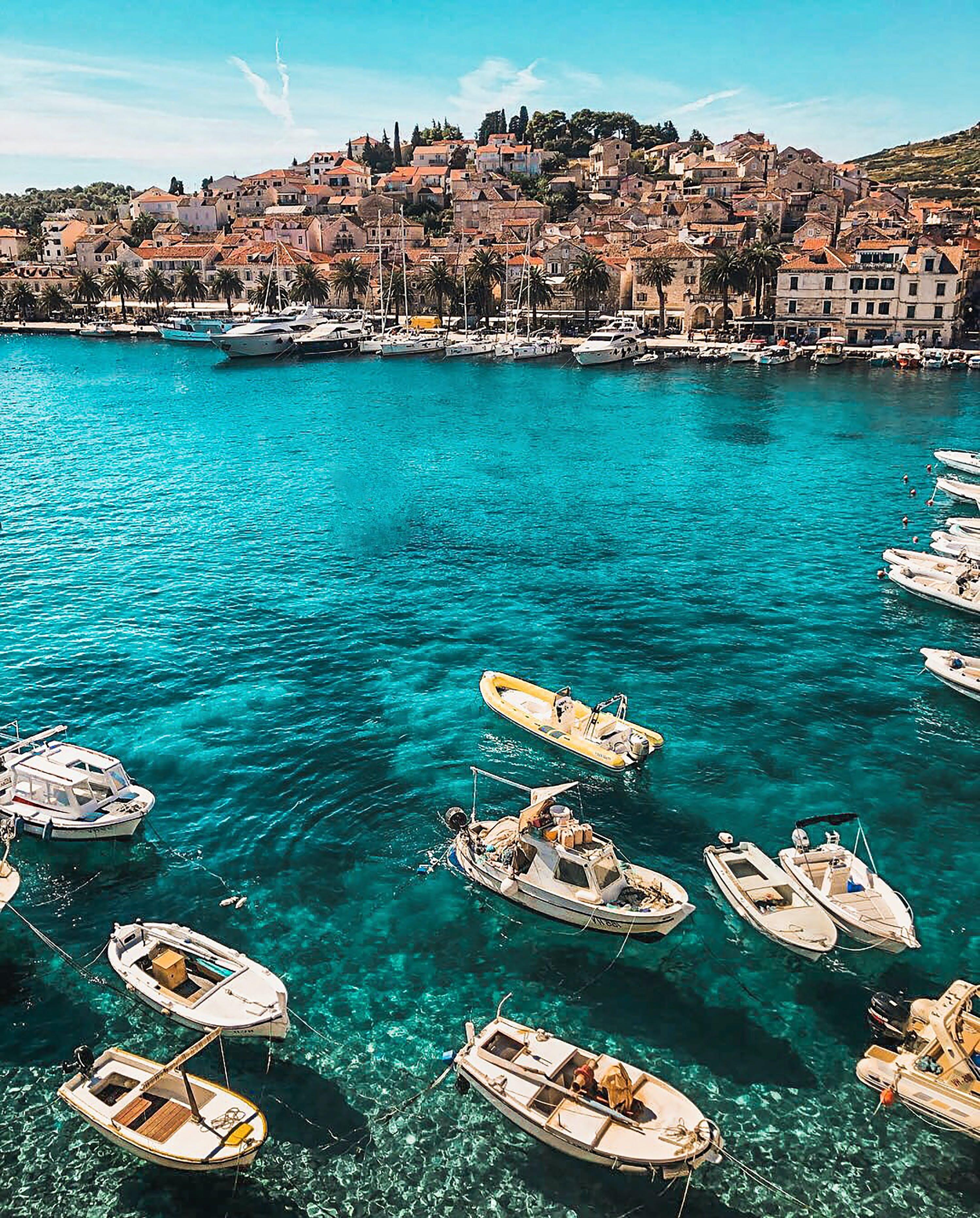 Foto profissional grátis de água, ao ar livre, baía, barcos