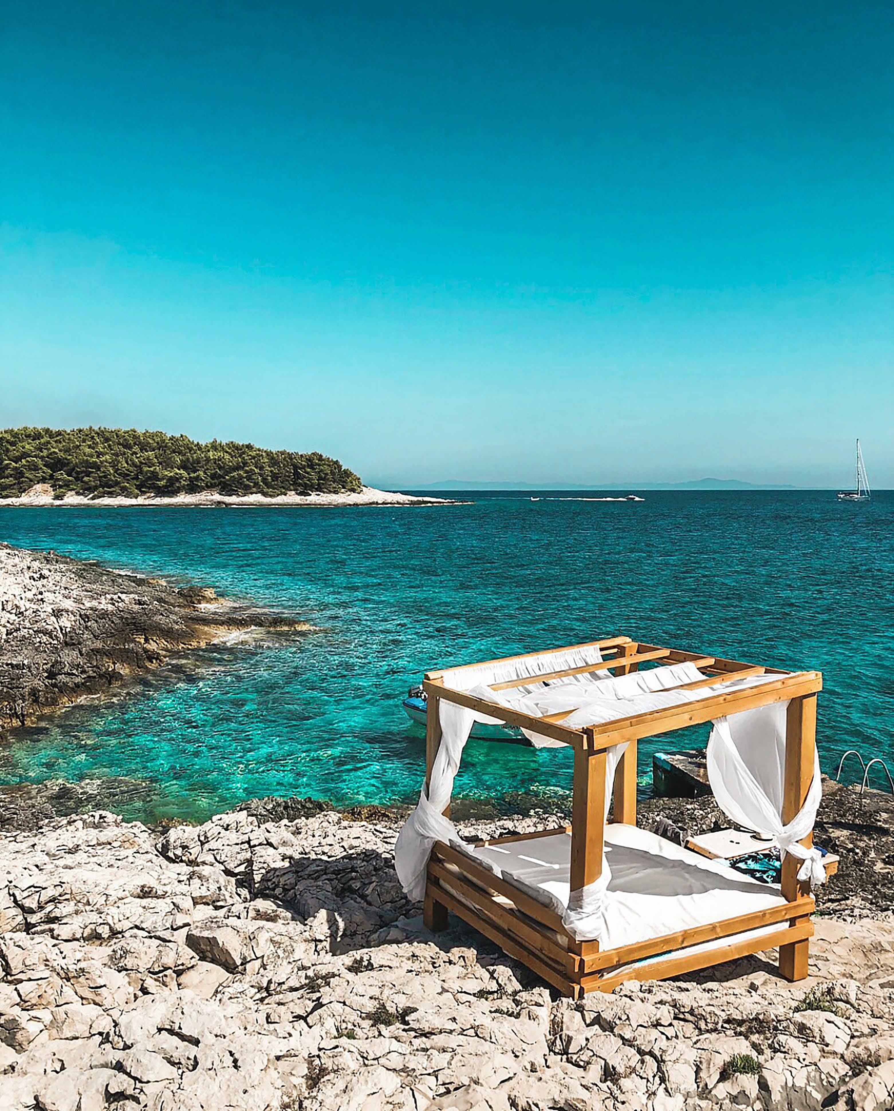 Foto profissional grátis de água, areia, atraente, beira-mar